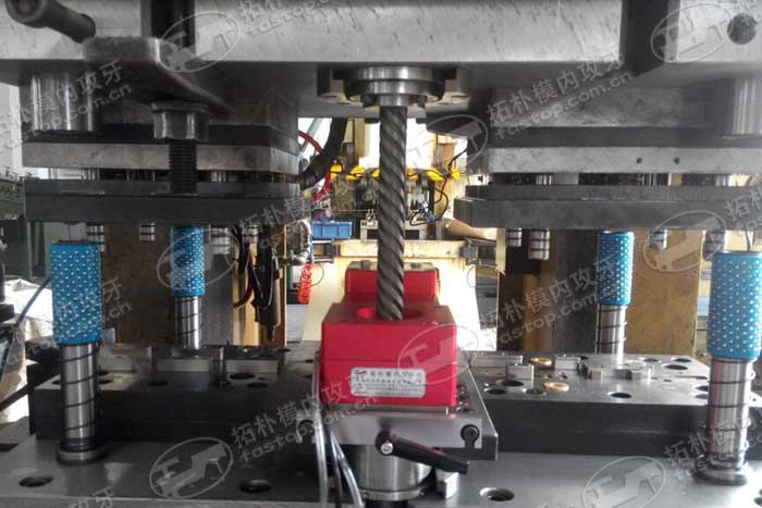 低压电录取-模内攻牙应用