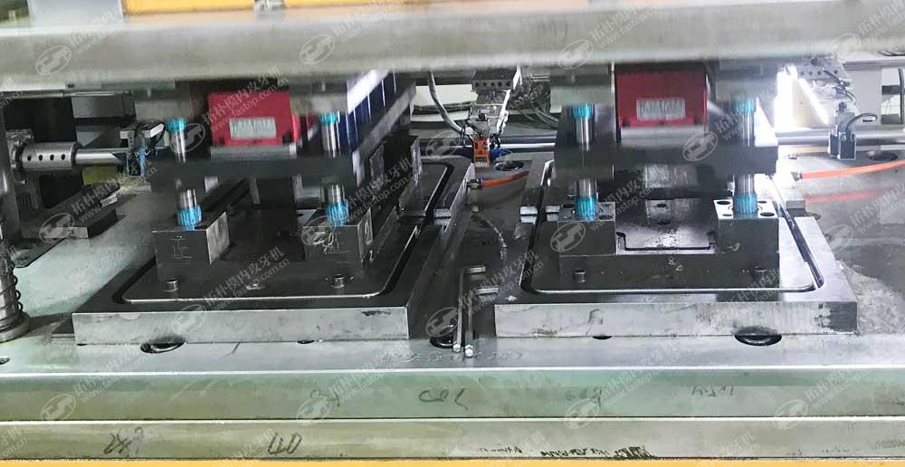 铁路继电器模内攻牙应用www.fastop.com.cn